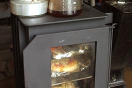 ストーブでパンも焼けます