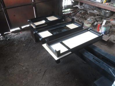 テーブル、椅子、パーテーションの脚完成