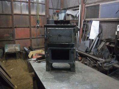 特注オーブン付き薪ストーブ制作中