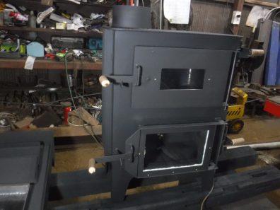 特注オーブン付き薪ストーブ及びストーブ台、3点セット、100年鉄板完成